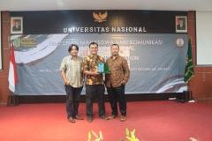 Foto Bersama Pak Daniel (kiri) - Pak Bambang (Tengah) - Pak Nursatyo (Kanan)