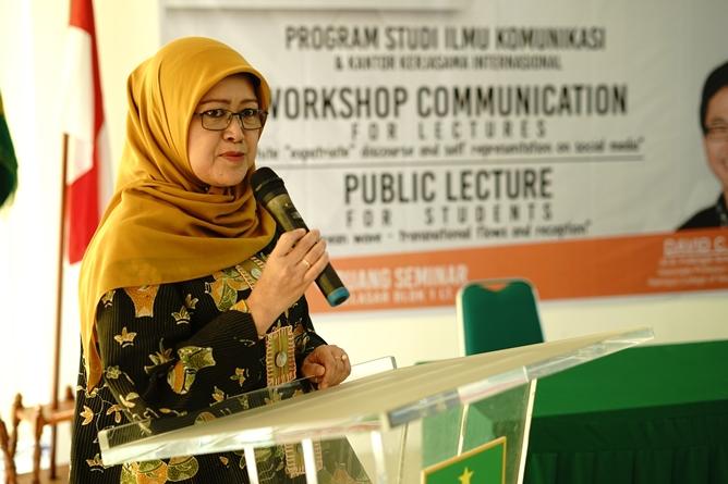 Dekan Fakultas Ilmu Sosial dan Ilmu Politik Dra. Truly Wangsalegawa, M.A., M.Ed., Ph.D