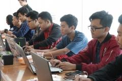 Para Peserta Seminar sedang fokus ke laptopnya masing-masing