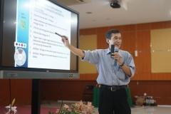 Dr. Tatang Mitra Setia, M.Si. sedang memberikan materi