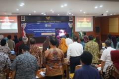 Menyanyikan lagu Indonesia Raya & Mars UNAS (2)