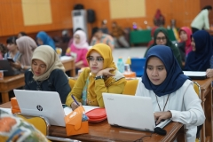 Para dosen nampak Khidmat mengikuti kegiatan Workshop Pembuatan RPS Blended Learning