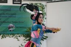 Penampilan Tari Kreasi Nusantara dari salah satu mahasiswa Biologi pada acara yudisium fakultas biologi, di Ruang Seminar, Jakarta (18-4)