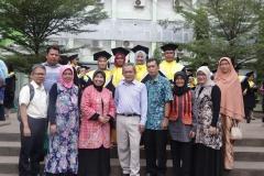 foto bersama para dosen dengan lulusan mahasiswa Magister Biologi, di Taman Air Mancur, UNAS, Jakarta (18-4)