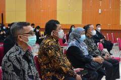 Para dosen yang hadir dalam kegiatan yudisium fakultas Hukum di Aula Blok I Lantai IV Unas.