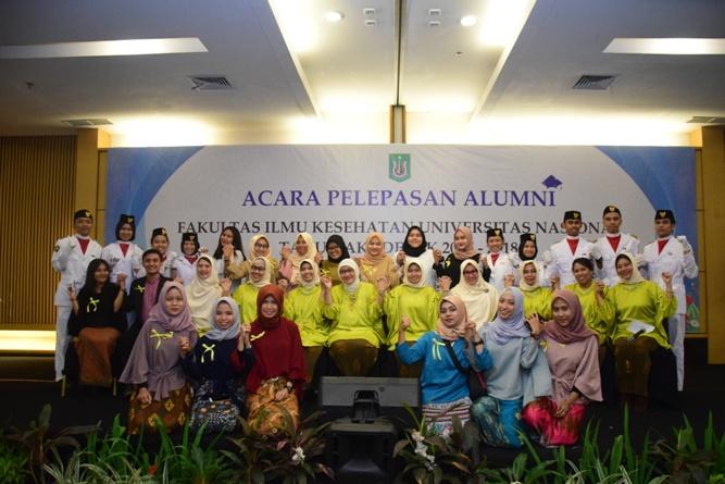 Yudisium Fakultas Ilmu Kesehatan Tahun Akademik 2017-2018 (40)