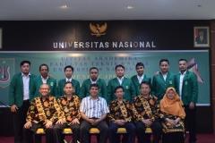 foto bersama calon wisudawan terbaik fakultas teknik dan sains UNAS dan para dosen dalam acara yudisium