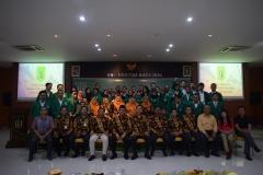 foto bersama seluruh calon wisudawan dan wisudawati fakultas teknik dan sains UNAS