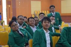 calon wisudawan sedang berfoto bersama dalam acara yudisium fakultas teknik dan sains