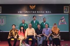 foto bersama usai acara yudisium fakultas teknik dan sains unas