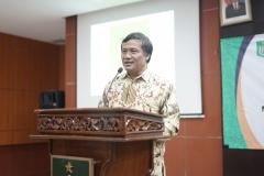 Wakil Dekan FEB Herry Krisnandi, SE., MM. saat memberikan sambutan pada acara yudisium FEB di Auditorium blok 1 lantai 4 , Jakarta (6/4)
