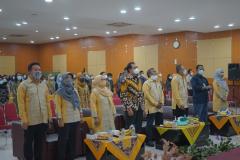"""Saat menyanyikan Indonesia Raya dalam yudisium FEB semester ganjil tahun akademik 2020/2021 """"menjadi sarjana yang memiliki kompetensi dan integritas tinggi di era digitalisasi"""" pada sabtu, 29 mei 2021 di ruang auditorium blok 1 lantai 4 UNAS"""