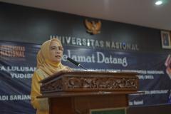 Wakil Dekan FEB UNAS Dr. Sufyati H.S, S.E., M.M. saat memberikan sambutan dalam yudisium FEB semester ganjil tahun akademik 2020/2021