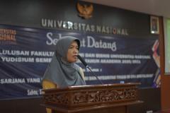 Ketua Program Studi Manajemen Dr. Rahayu Lestari, S.E., M.M. saat menyebutkan wisudawan terbaik dari prodi Manajemen dalam yudisium FEB semester ganjil tahun akademik 2020/2021