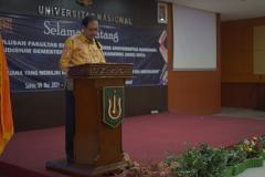 Ketua Program Studi Akuntasi Dr. Bambang Subiyanto, S.E.,M.Ak, CPA. saat menyebutkan wisudawan terbaik dari prodi akuntansi dalam yudisium FEB semester ganjil tahun akademik 2020/2021 pada sabtu, 29 mei 2021 di ruang auditorium blok 1 lantai 4 UNAS
