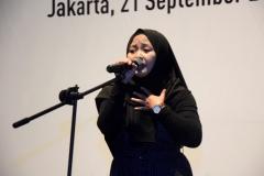 Mahasiswa kebidanan memberikan hiburan pada acara Pelepasan Wisudawan dan Wisudawati Fakultas Ilmu Kesehatan Semester Genap Tahun Akademik 2018/2019 di Menara 165 Convention Center Jakarta (21/9) di ballroom Granada