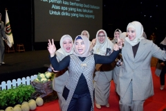 Para dosen saat berjoged pada acara Pelepasan Wisudawan dan Wisudawati Fakultas Ilmu Kesehatan Semester Genap Tahun Akademik 2018/2019 di Menara 165 Convention Center Jakarta (21/9) di ballroom Granada