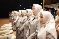 Para dosen di lingkungan fakultas ilmu kesehatan saat menyanyikan indonesia raya