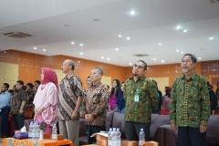 (kanan-kiri) Ketua Program Studi Ilmu Politik Drs. Hari Zamharir, M.Si, Sekretaris Program Studi Ilmu Politik Sahruddin, S.IP., M.Si., Ketua Program Studi Ilmu Hubungan Internasional Drs. Reuspatyono, M.Si., Dosen FISIP Dr. AF Sigit Rochadi, M.Si.  dan Ketua Program Studi Sosiologi Dr. Erna Ermawati Chotim, M.Si. saat menyanyikan indonesia raya pada acara yudisium FISIP, Di Auditorium blok 1 lantai 4 Universitas Nasional, Senin (15/4)