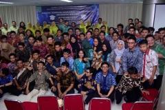foto bersama para peserta yudisium,  di acara yudisium FTKI, di Menara UNAS, Ragunan, Jakarta, Senin (15-4)