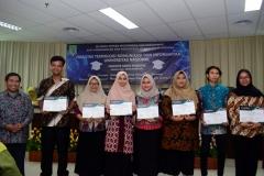 Penyerahan sertifikat secara simbolis kepada para lulusan FTKI UNAS,  di acara yudisium FTKI, di Menara UNAS, Ragunan, Jakarta, Senin (15-4)