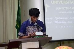 pembacaan doa oleh panitia kegiatan.  di acara yudisium FTKI, di Menara UNAS, Ragunan, Jakarta, Senin (15-4)