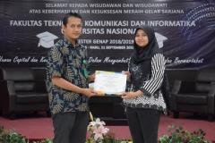 pemberian sertifikat kepada lulusan terbaik prodi (2)