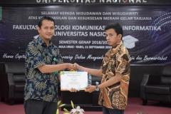 pemberian sertifikat kepada lulusan terbaik prodi