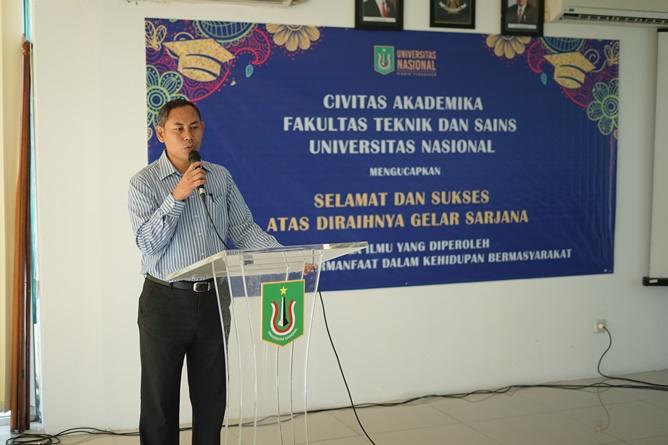 Dekan Fakultas Teknik dan Sains Basori, S.T., M.T.  memberikan sambutan pada acara yudisium Fakultas Teknik dan Sains. di Ruang seminar blok 1 lantai 3, Universitas Nasional, Sabtu (13/4)