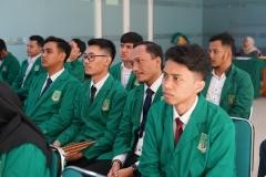 Para calon wisudawan Fakultas Teknik dan Sains