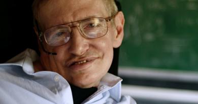 Stephen Hawking Minta Manusia Segera Tinggalkan Bumi