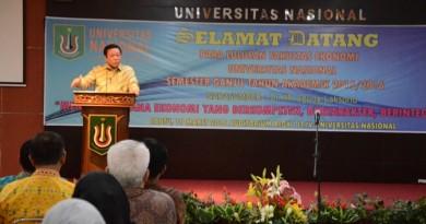 Yudisium Fakultas Ekonomi Hadirkan Agung Laksono