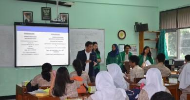 Himakom Ajak Siswa SMA Kritis dan Cerdas Tonton TV