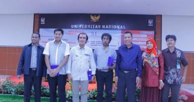 Foto bersama civitas akademika dengan Dekan FH UNAS, Maruarar Sirait, La Ode Ida, Margarito Kamis dan Warek Bidang Kemahasiswaan UNAS