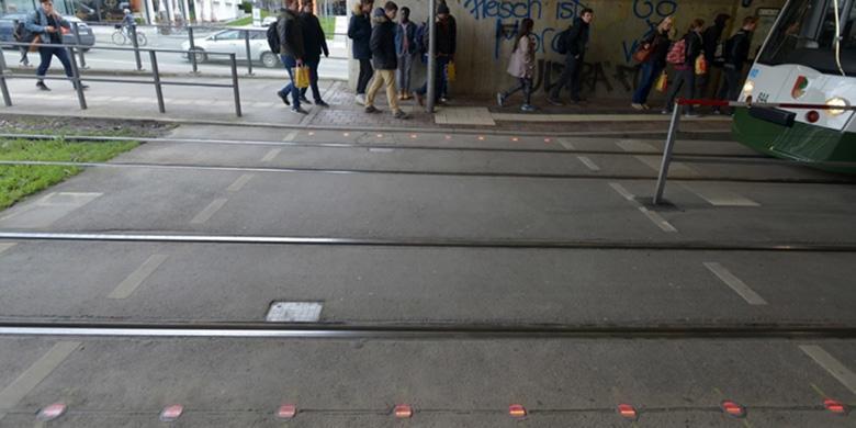 """Jerman Pasang Lampu Lalu Lintas Khusus Pengguna """"Smartphone"""""""