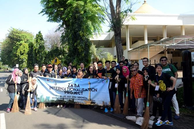 PENGABDIAN MASYARAKAT UNAS DAN UNIVERSITAS OF MALAYA (UM)