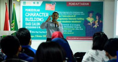 Character Building Wisudawan