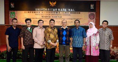 Foto Bersama Seluruh Narasumber dan Kepala Fakultas hukum