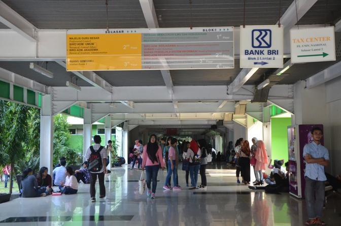 Mahasiswa Baru UNAS Jalani Hari Pertama Kuliah