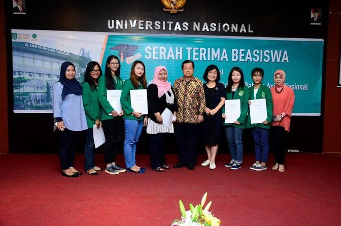 Penyerahan Beasiswa Korindo Kepada Mahasiswa Akademi Bahasa Asing Nasional (ABANAS) UNAS. di Ruang Aula , Senin (10/10).