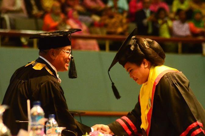 Mahasiswa Terbaik Pascasarjana UNAS: Tuntutlah Ilmu Sampai Ke Negeri Cina.