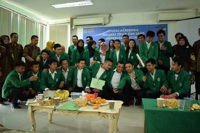 Keceriaan Yudisium Fakultas Teknik dan Sains  UNAS
