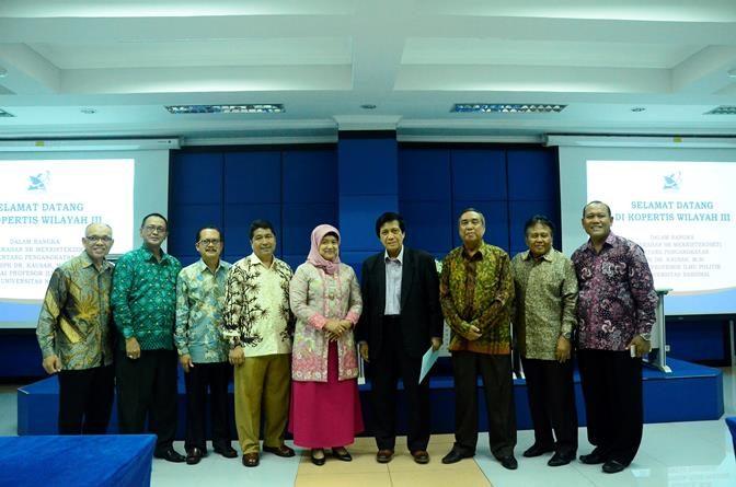 Penyerahan Sk Guru Besar Prof. Dr. Kautsar, M.Si. di KOPERTIS Wilayah III Jakarta, Selasa (1/11).
