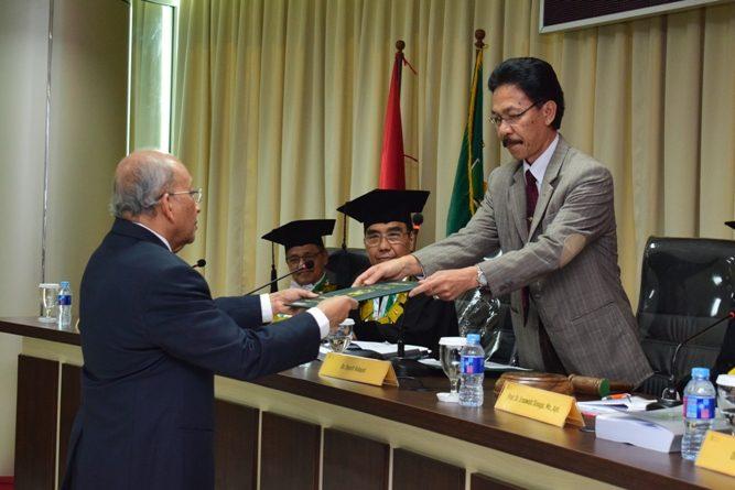 Umar Basalim, Raih Doktor Cumlaude di Usia 74 Tahun