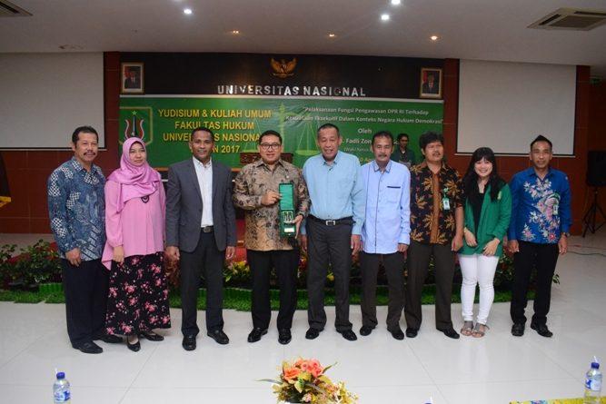 Fadli Zon Sampaikan Kuliah Umum di Yudisium Fakultas Hukum UNAS