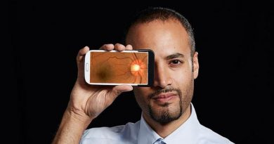 Awas! Berlebihan Gunakan Smartphone Dapat Ubah Bentuk Mata Pengguna