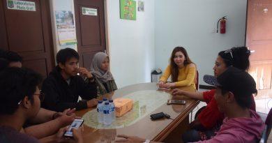 Annemette Jebolan Rising Star Indonesia Sambangi UNAS Radio