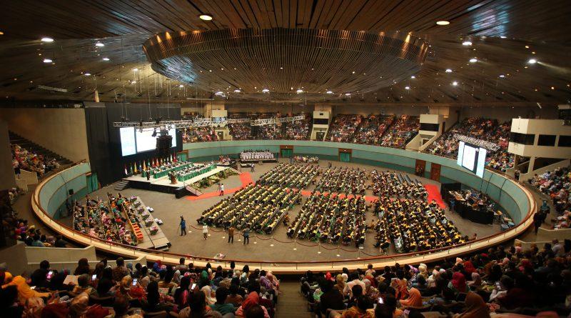 UNAS Lantik 804 Wisudawan, 285 diantaranya Lulus Berpredikat Cum Laude