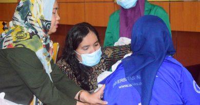Saat imunisasi suntik difteri berlangsung