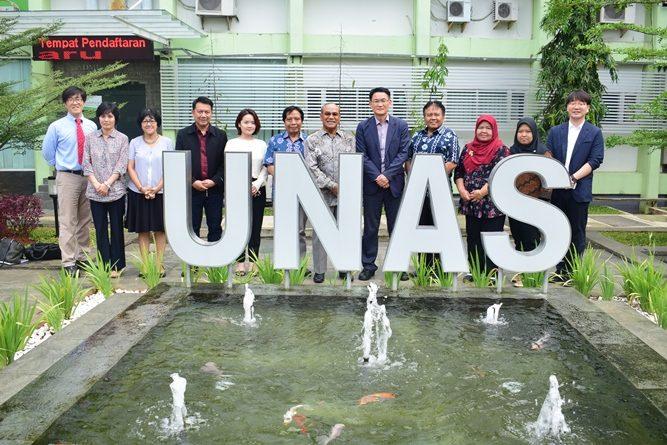 Foto bersama Rektor Universitas Nasional Dr. El Amry Bermawi Putera. M.A dengan Manager Of King Sejong Institute serta para jajaran UNAS dan Jajaran King Sejong Institute